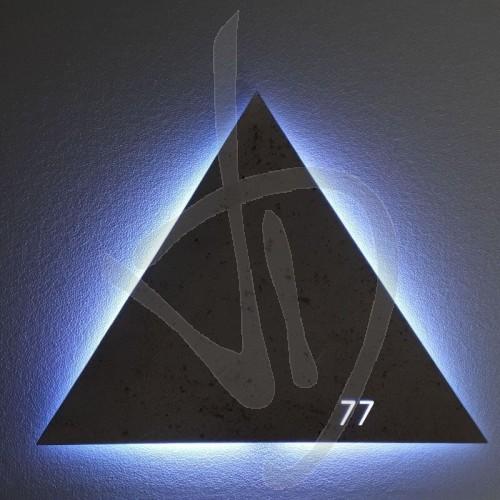 specchio-con-logo-inciso-ed-illuminato-con-retroilluminazione-a-led-h-logo-max-9-cm